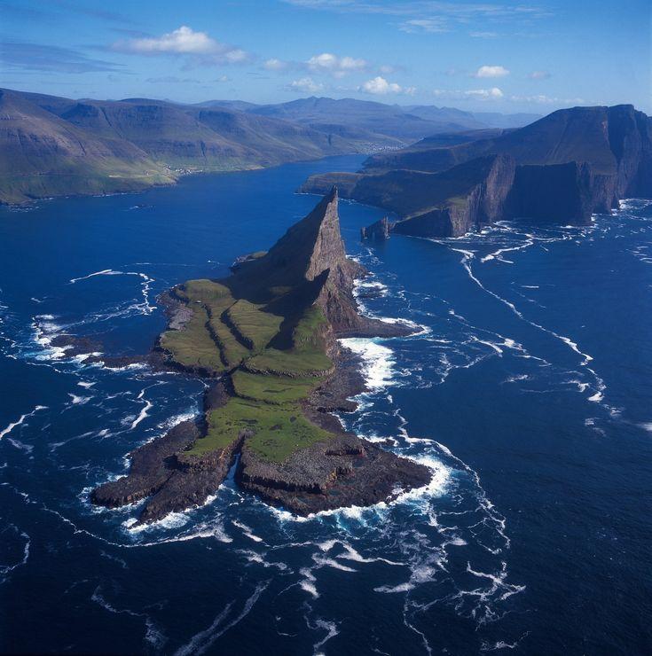 Фарерские острова считаются частью Европы, но многие даже не знают точно, где они находятся. В России архипелаг привлекает внимание в тех редких случаях, когда…