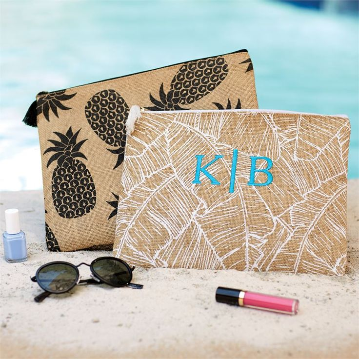 2 colors: black pineapple and white palm frond. Natural jute carry-all case features all-over tropical print with tasseled zipper pull. Laminated wipe-clean interior. Sized to fit most tablets.