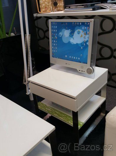 Luxusní bílé stolky - 1