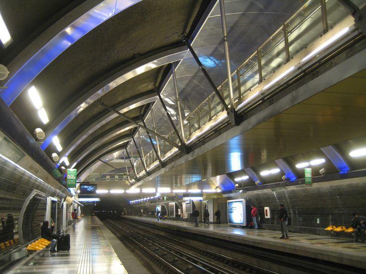 Estación Cristóbal Colón Metro de Santiago