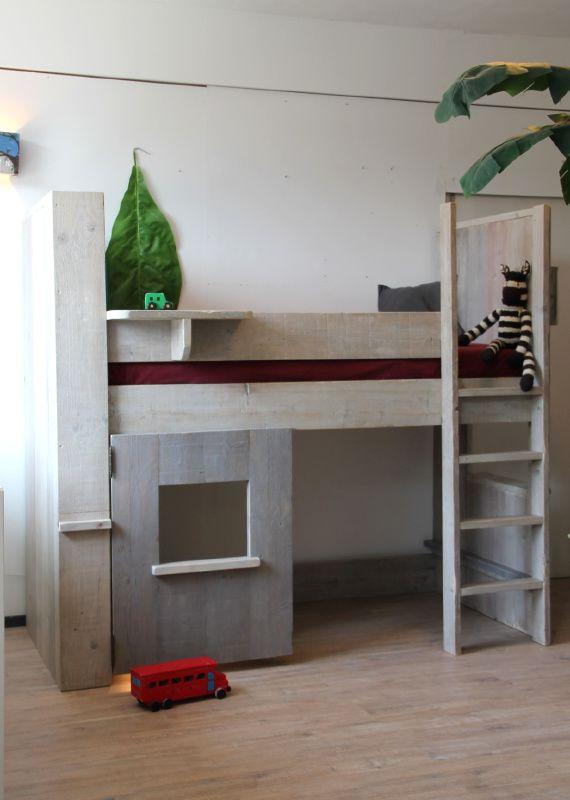 17 beste idee n over kamers voor kleine jongens op pinterest jongenskamers jongens slaapkamer - Stapelbed kleine kamer ...