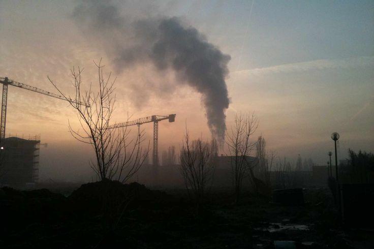 """Teleriscaldamento, un fumo nero si alza dai camini di via Saragat. Ghiretti: """"Iren dovrebbe  informare i cittadini"""""""