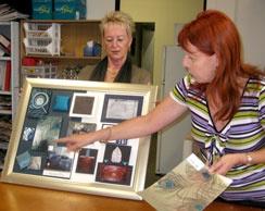 Student bemutatja neki belsőépítészeti bemutató tábla, hogy az osztály