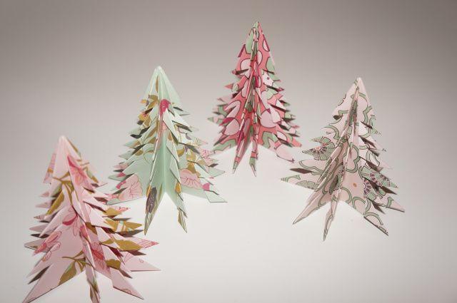 Origami paper christmas trees. Origami papirsjuletræer juletræer i paper