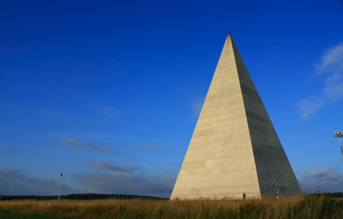 A giant pyramid has been erected just 20 km outside the city of Moscow. The monument is said to radiate positive energy, so strolling around it is good for your health.  #pyramid #pyramids #sculpture #energy #health #moscow