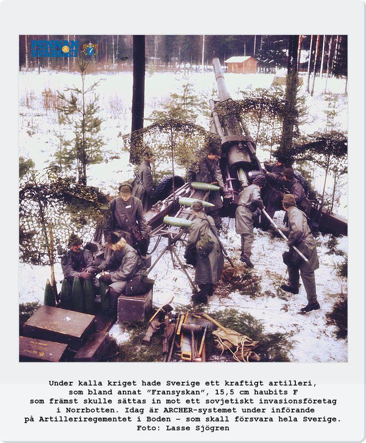 Norra ishavet - ner till Svarta havet i söder. Hälften av denna mur följde Sveriges östra kust. På andra sidan Östersjön låg de 3 ockuperade baltiska staterna; Kaliningrad, Polen & Östtyskland. 1960-talet hade Sverige det 4:e största flygvapnet i världen med över 900 stridsflygplan, en värnpliktsarmé på 800 000 man & 5:e största slagkraftig flotta med 50-talet ytstridsfartyg/28 ubåtar. Längs kusterna; radarstationer, artilleribefästningar, minspärrar & var ett av de mest militariserade i…