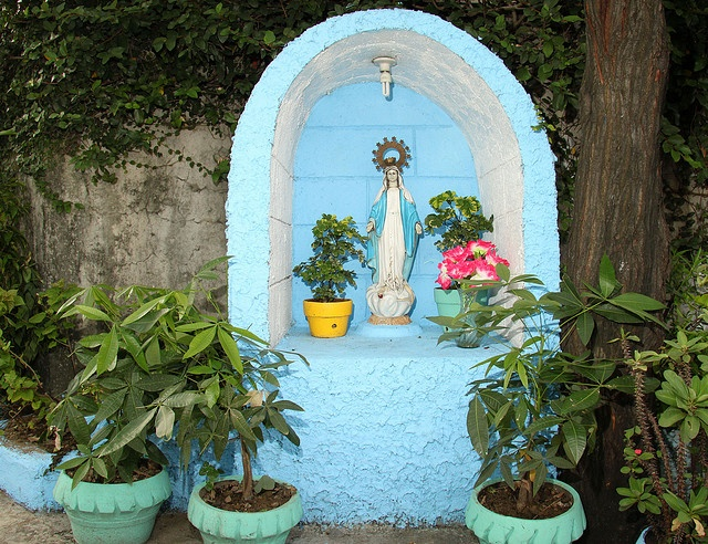 105 best images about holy mother mary garden on pinterest for Garden grotto designs