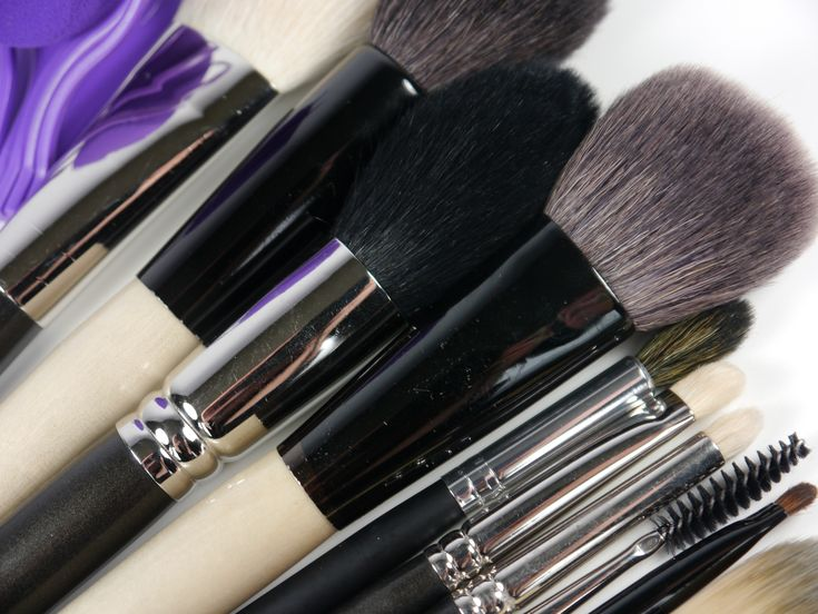 The 10 tools you'll need to create your basic everyday look!