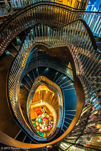 Mirror Spiral Staircase - Spirale d'escaliers, design, couleurs