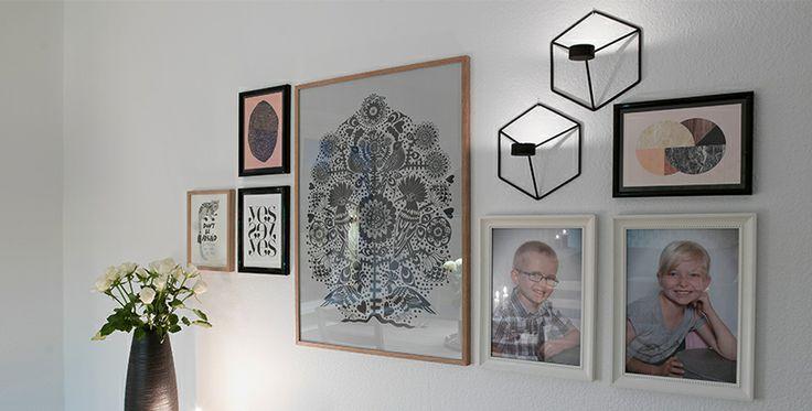 Billedvæg med vægstager fra illum