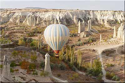 Zelve-Capadocië. Maak een ballonvaart over dit indrukwekkende landschap!