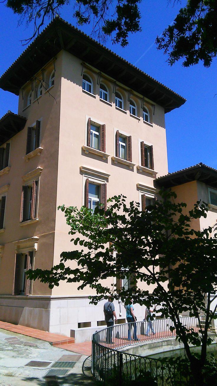 A La Torre Girona nyugati szárnya az Barcelona Tech campusán