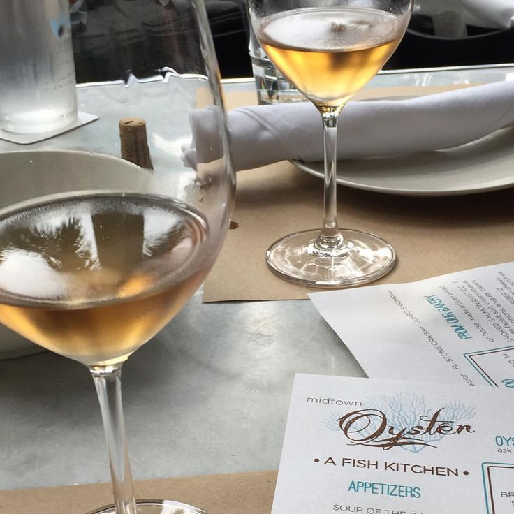 @fattoriasardi #FattoriaSardiRosé @mobmiami #organic #rosé #wine #miamibeach #miami #toscana #cheers #oysters