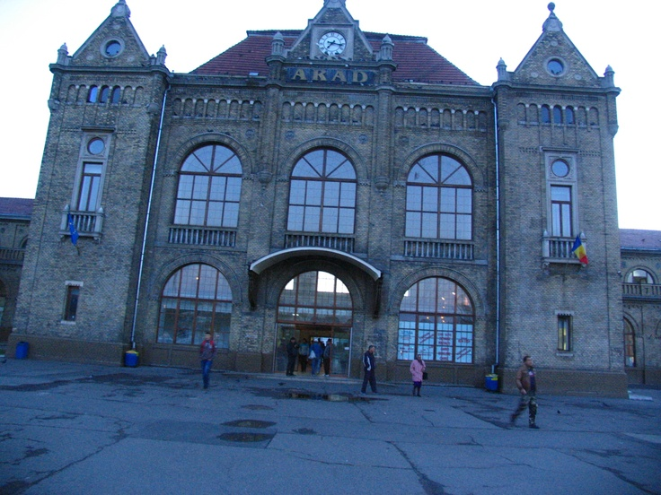 This building is not a palace, but the railway station from Arad, Romania!
