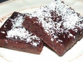 Sukrin melis, 400 gram Denna underbara kaka! SÅ god den blev!Här kommer receptet :)Recept på LCHF kärleksmums:3 ägg1 dl sukrinmelis2 dl mandelmjöl2 tsk bakpulver1,5 krm vaniljpulver4 msk kakao1 dl grädde100 g smält smörGlasyr2,5 msk kakao25 gram smör1,5-2 dl vispgrädde2 msk sukrinmelisBörja med att vispa ägg och sötning. Tillsätt sedan alla torra ingredienser och vispa.Ha i...