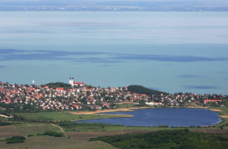 Tihany a belső tó felől. Hungary