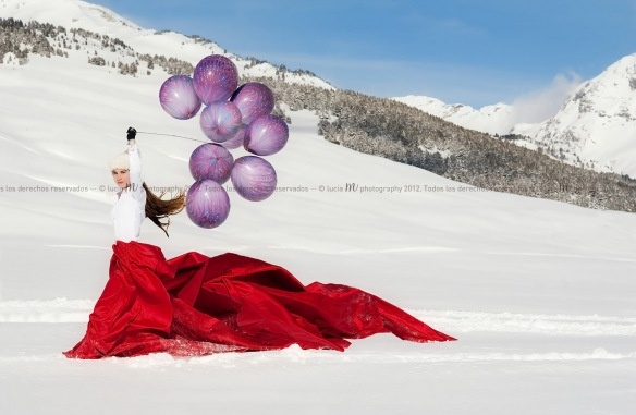 Snow. Balloons. Silk. Beauty | luciamphotography @phootoloveology.com
