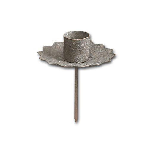 Rustik ljushållare för kronljus. Tillverkad imetall med pinne för montering i bland annatkransar, blomsterarrangemang,gjutningar och dekorationer.Färg: RostStorlek: dia 60 mmStorlek på hål för ljus: dia 22 mmLängd på pinnen: 60 mm