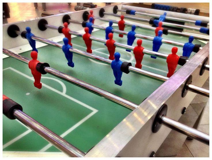 Trwają ferie zimowe w SKY TOWER! Zapraszamy dzieci i młodzież na bezpłatne treningi kultowych piłkarzyków. Przez całe ferie wszyscy chętni mogą korzystać z ośmiu stołów do gry w piłkę stołową ustawionych na parterze Galerii.  http://galeria.skytower.pl/ferie-2015.html Zapraszamy na ferie w SKY TOWER.