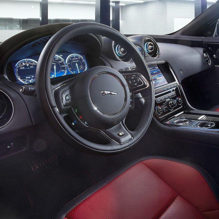 Jaguar XJ SWB Portfolio 2016 Maior sedã da marca o XJ tem motor 3.0 V6 Supercharged com 340 cavalos e 450 Nm de torque acoplado com transmissão automática de oito velocidades. Faz de 0 a a100 km/h em 5.9 s com máxima de 250 Km/h limitada eletronicamente.  O interior do XJ conta com luxo e tecnologia. O acabamento é feito à mão com diversas opções de cores e materiais. Assentos revestidos em couro perfurado e acolchoado com costura contrastante Volante com aquecimento e ar condiconado de…