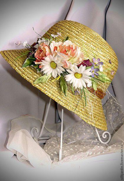 Купить или заказать Шляпа соломенная. Декор для шляпки из ткани в интернет-магазине на Ярмарке Мастеров. Соломенная шляпка с неширокими полями, со съёмным декором из шёлковых цветов. Шляпа глубокая, можно одевать на пучок из волос. Подходит к любой форме головы.Крепёж универсальный (булавка+зажим), что позволяет крепить брошь и на волосы, на ободок, на пояс платья, на шторы. Декор из цветов можно приобрести отдельно, без шляпки.