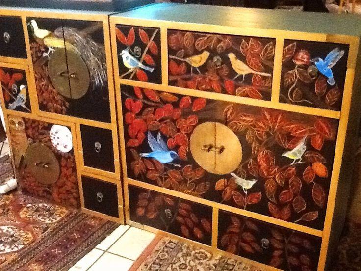 les 27 meilleures images propos de meuble peint la main sur pinterest banquettes oiseaux. Black Bedroom Furniture Sets. Home Design Ideas