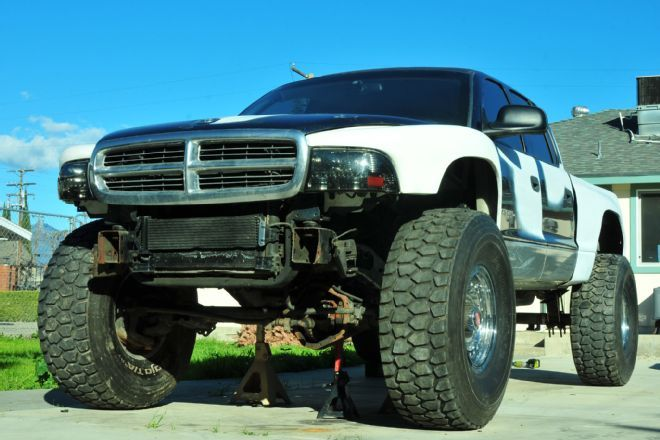 Solid Axle Swap on a Dodge Dakota Pickup