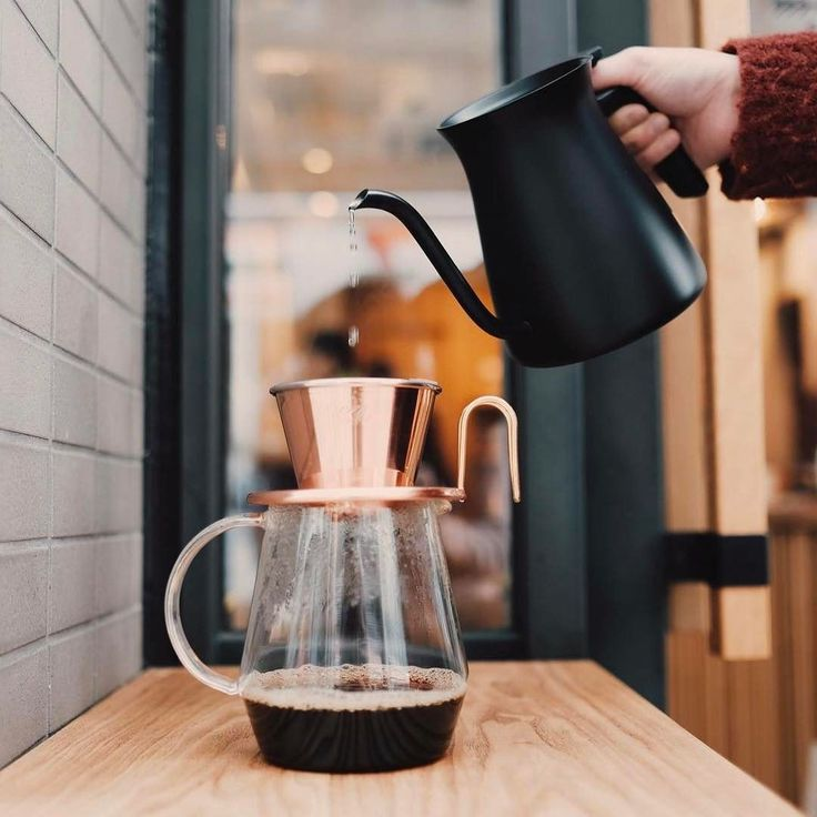 Our favourite trio: KINTO Pour Over Kettle Black Kalita Wave Tsubame Copper Dripper TORCH Coffee Server Pitchii  お気に入りの組み合わせKINTOプアオーバーケトルカリタ ウェーブ TSUBAMEシリーズ ドリッパー コッパTORCH コーヒーサーバー ピッチ #kurasukyoto #kurasugoods #kinto #katilawave  http://ift.tt/2dE4OWT