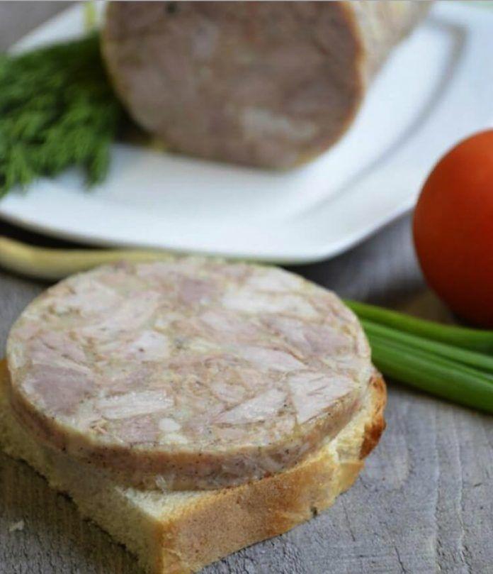 Dnes sa s Vami podelíme o recept na chutný studený predkrm z kuracieho mäsa!
