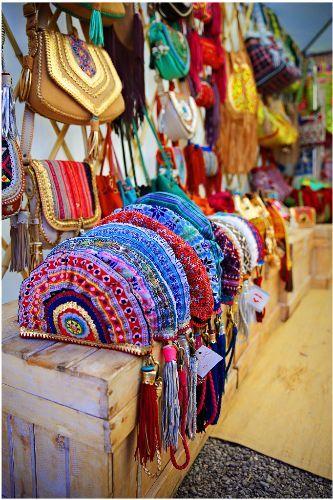Verano, la epoca del bolso de mano, cuanto más colorido mejor #lesdoitmagazine