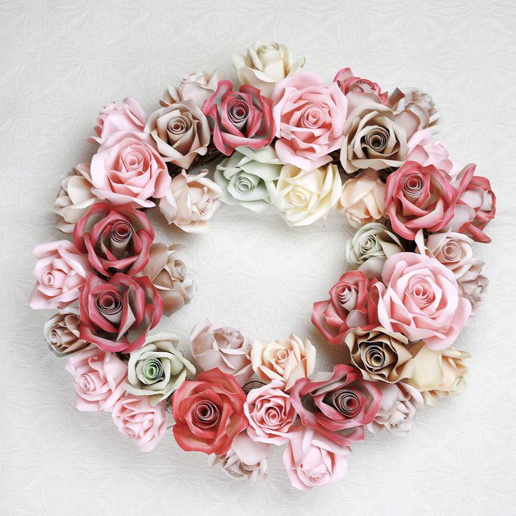 Rosenkrans i vanligt skrivarpapper printat med toningar i olika färger.