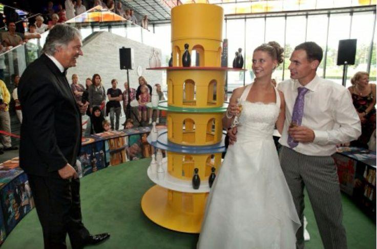 Toren van Pisa spel bij de Honeymoon Quiz met Ron Brandsteder.