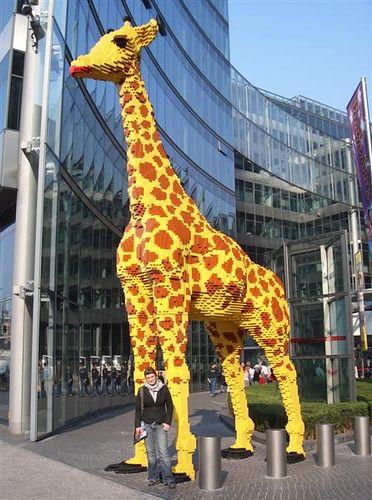 Huge LEGO giraffe by ohmarita, via Flickr