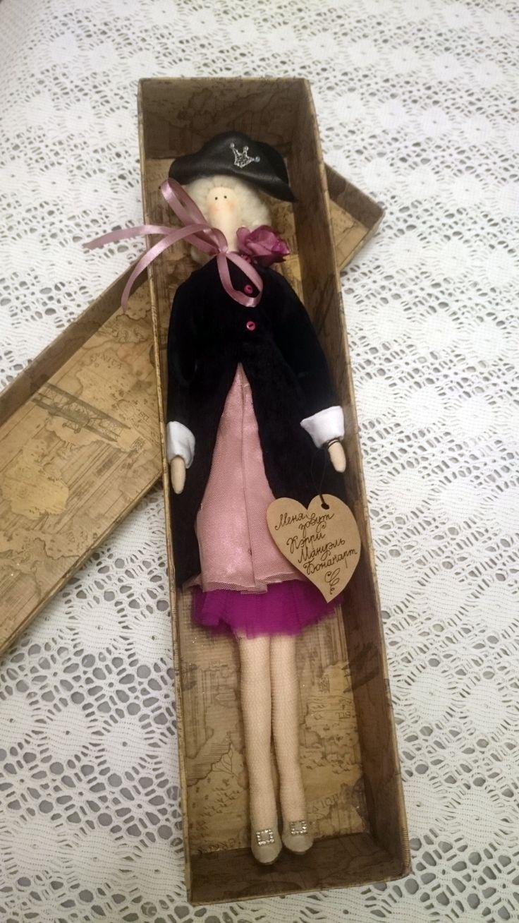 Страстная, упрямая и независимая Кэрри Мануэль Бонапарт. Бекорн Наполеона, туфли Кэрри Бредшоу в стиле Маноло Бланик, бельишко в стиле Виктория Сикрет.