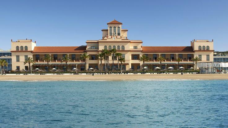 Le Méridien Ra Beach Hotel & Spa Despierte en un mundo de nuevas sensaciones con el Mediterráneo a sus pies. Sumérjase en sus aguas y relájese en este destino único para elevar su experiencia.