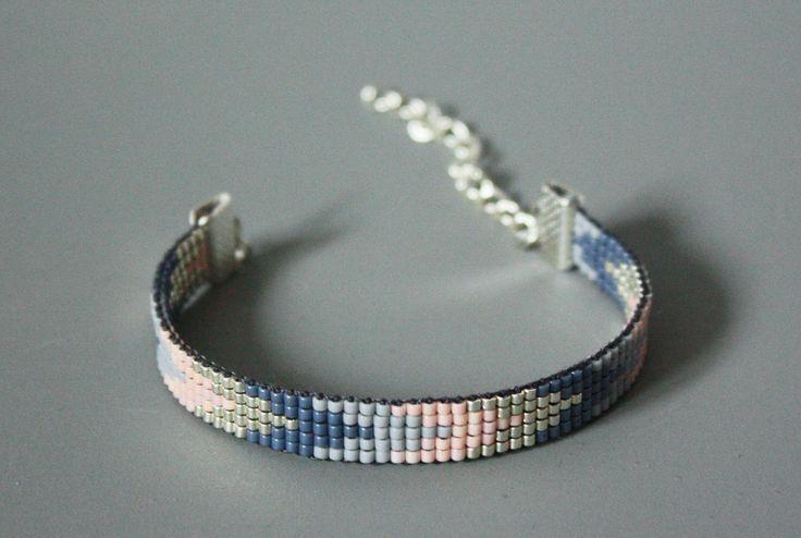 MANCHETTE / BRACELET TISSÉ PERLES MIYUKI / BLEU, GRIS, ARGENT, ROSE : Bracelet par tadaam-bracelet