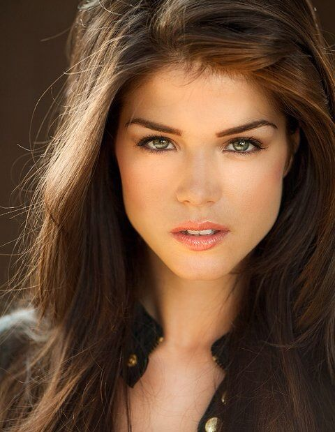 Mina Grimm - Marie Avgeropoulos