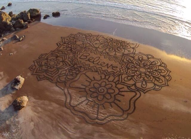Andres Amador Arts- Andreas Amador is a extraordinary landscape artist who is famous with massive sand drawings done onto beaches during full moons when his canvas reaches its largest potential. He is from San Francisco. With the help of a rake and often several helpers the geometric and organic shapes are slowly carved into the sand