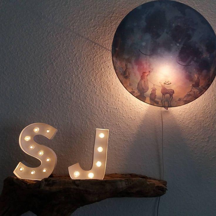 #Abendstimmung im #Schlafzimmer #Nachtlicht #Mond und #Buchstaben auf #Treibholz  #Licht Kinderzimmer