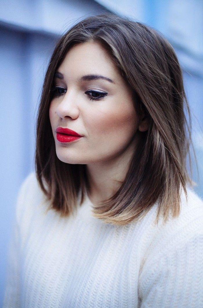 coiffure cheveux mi long, lèvres rouge, fard à paupières rose, coupe carré longueur épaules, blouse blanche