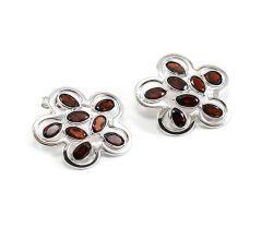 Cercei argint 925 rodiat,design italian cu granate-culoare rubin si inchidere cu surub.