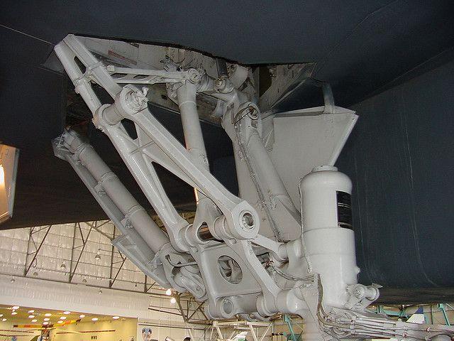 B-1 Landing gear - 3 by thegreatlandoni, via Flickr