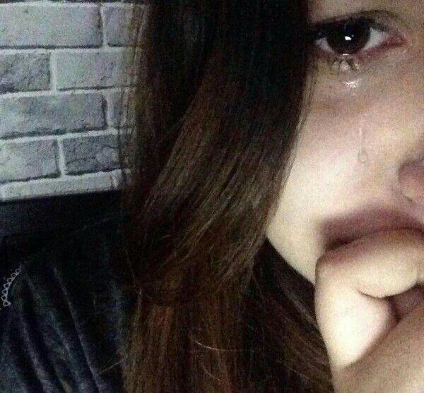 Pin de Margaritka💕 em Top | Crying girl, Sad girl e Crying ...