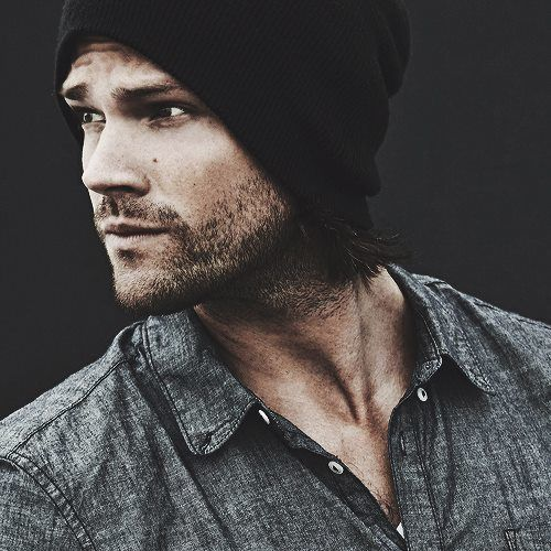 Jared, you're spot on in this picture. Slouchy beanie, facial hair, and a slight blue steel? Keep it up, boo.