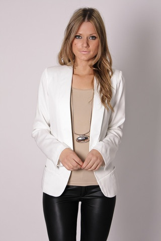 I don't know why I love blazers so much lately, but I really like this.