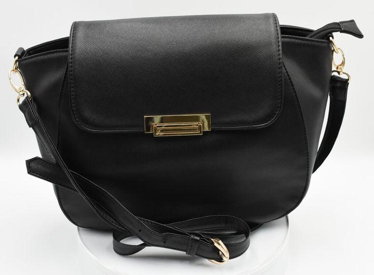 Bolsa tipo Flap en piel. #Bolsa #tipo #Flap #piel #color #negro #finelooking  Flap purse in cowhide  #Flap #purse  #cowhide #Finelookingstore