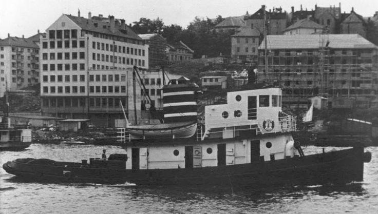 """Husker du """"Kronos"""" ? Den amerikanskbygde kraftpluggen som var i Det Bergenske Dampskipsselskap (BDS) sin tjeneste fra 1949 til 1964? Den hadde taufeste på Tollbodkaien. Sverre Monsen, var skipper. I 1964 ble den solgt til et engelsk firma. Senere ble den solgt videre til Egypt hvor den ifølge pålitelige kilder fremdeles går for full maskin som """"Abou Shanab"""". Foto fra H. Larsson-Fedde's samling. Av Olav M."""