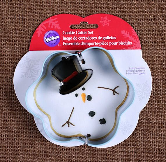 Use our melted snowman cookie cutter complete with a mini top hat to make Christmas sugar cookies! To decorate your cookies, check out our large selection of sprinkles, frosting tips and food coloring