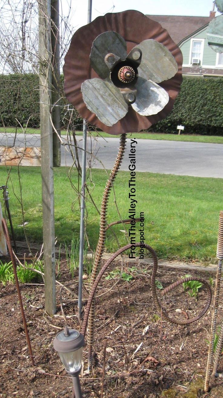 1000 images about metal flowers on pinterest gardens for Upcycled garden projects from junk