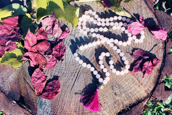Mala: quarzo rosa palline rudraksha e fiore di di RamideJewels